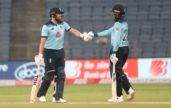 ઇંગ્લિશ ઓપનર્સ જોની બેરસ્ટો અને જેસન રોયે પ્રથમ વિકેટ માટે 110 રનની ભાગીદારી કરી.