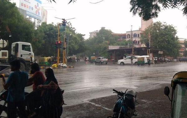 Picture of rain on Ashram Road