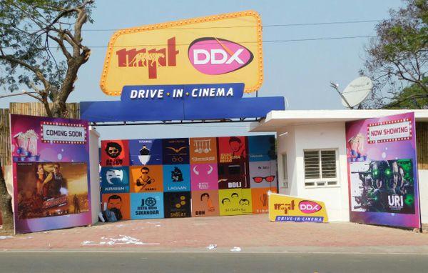 अशोका लेक व्यू में बनाए गए ड्राइव इन सिनेमा का एंट्रेस गेट।