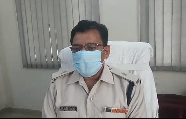 अतिरिक्त पुलिस अधीक्षक रायसिंह नरवरिया ने इस बात की जानकारी दी।