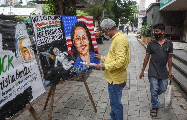 सिरीशा की भारत यात्रा में गहरी रुचि है।  मुंबई के एक कलाकार ने सिरीशा की पेंटिंग बनाकर अपना समर्थन दिखाया।