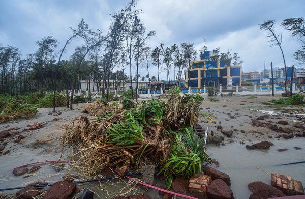 दीघा के समुद्र तट को पर्यटकों के लिए बेहद खूबसूरती से सजाया गया था। तूफान ने इसे बर्बाद कर दिया।