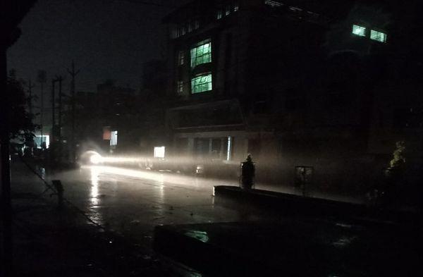 देर रात हुई झमाझम बारिश।
