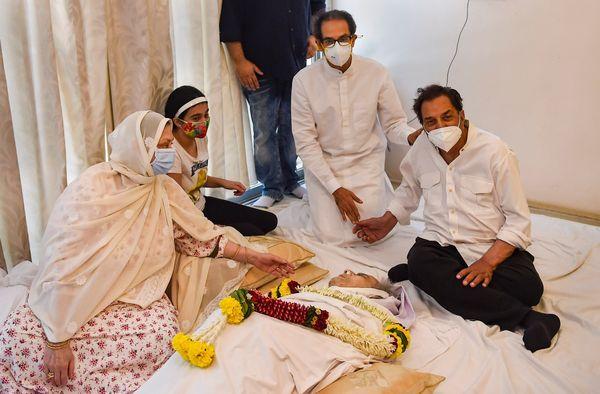 महाराष्ट्र के सीएम उद्धव ठाकरे और धर्मेंद्र