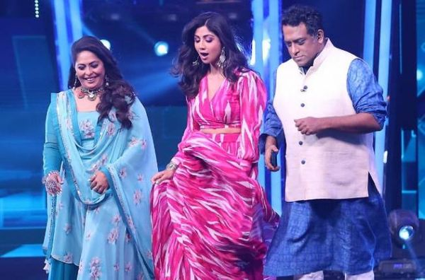 रियलटी शो सुपर डांसर 4 में शिल्पा शेट्टी, गीता कपूर और अनुराग बसु।