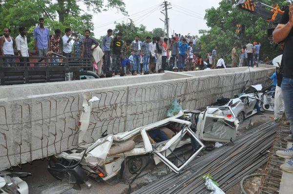 15 मई 2018 को वाराणसी में कैंट रेलवे स्टेशन के पास बनाए जा रहे फ्लाईओवर का एक हिस्सा अचानक गिर जाने से उसके नीचे दबकर 18 लोगों की मौत हो गई थी।