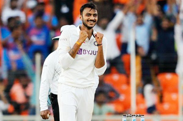 अहमदाबाद में डे-नाइट टेस्ट के दौरान अक्षर पटेल।