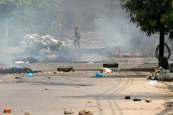 म्यांमार में तख्तापलट के खिलाफ हिंसक विरोध प्रदर्शन जारी है। अबतक 2,981 प्रदर्शनकारियों को गिरफ्तार किया जा चुका है।