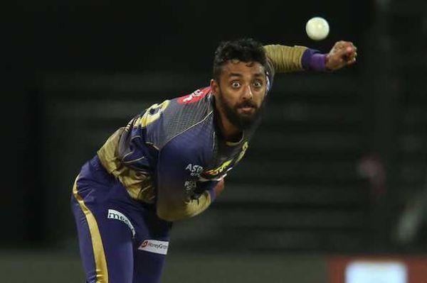 वरुण IPL में कोलकाता नाइटराइडर्स से खेलते हैं।