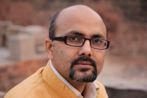 दिल्ली विश्वविद्यालय में असिस्टेंट प्रोफेसर डॉ. राजीव रंजन गिरि।