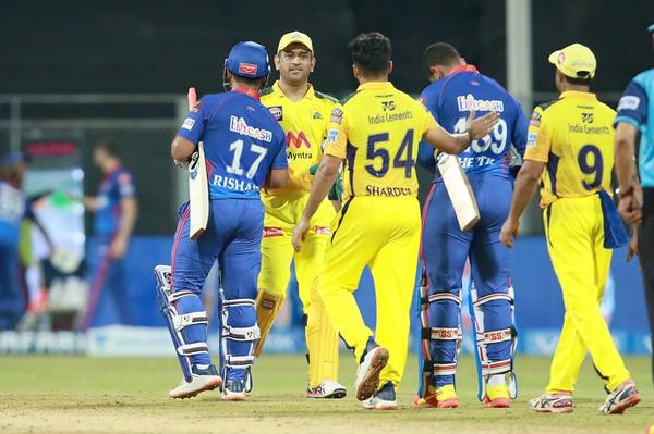 धोनी ने पंत को मैच जीतने के लिए बधाई दी।