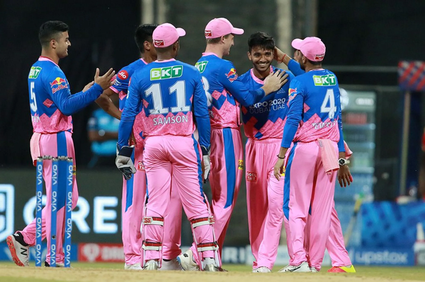 साकारिया ने लोकेश राहुल, मयंक अग्रवाल और जेड के खिलाफ पंजाब के खिलाफ आईपीएल में पदार्पण किया है।  रिचर्डसन ने लिया विकेट।