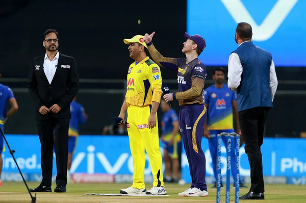Mahendra Singh Dhoni and Owen Morgan during the toss.