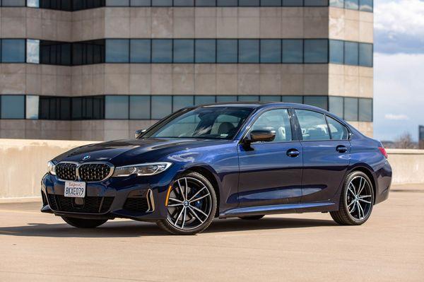 BMW M3માં 18 ઇંચના લાઇટ વોલ વ્હીલ્સ આપવામાં આવ્યાં છે