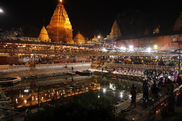 नर्मदा उत्सव के दौरान महाकाल मंदिर का विहंगम दृश्य