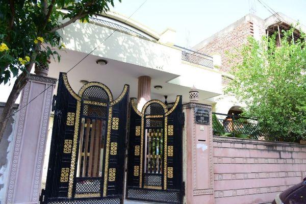 बजाज नगर की विवेक विहार कॉलोनी के इसी घर में लूट की घटना हुई।
