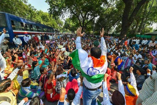 घोटाले की आवाज दिल्ली तक पहुंची थी, तब यहां जंतर मंतर पर भी प्रदर्शन किया गया था।