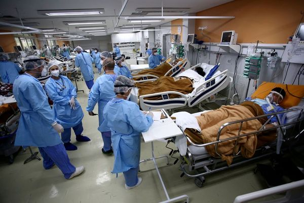 ब्राजील के अस्पताल कोविद -19 रोगियों के साथ बह रहे हैं