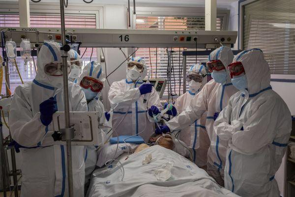 જે રીતે ICUની ચોક્કસ માર્ગદર્શિકા છે એ જ રીતે ICUમાં કાર્યરત સ્ટાફ માટે પણ નિયમિત તાલીમ ફરજિયાત હોય છે.