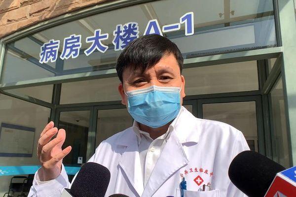 शंघाई की कोविड-19 क्लिनिकल टीम के प्रमुख झेंग वेनहोंग।