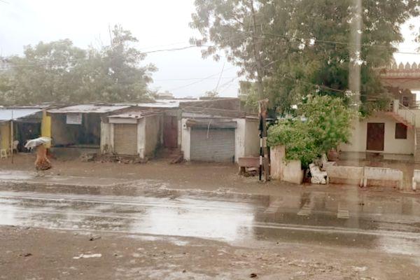 વરસાદને પગલે અમદાવાદમાં તાપમાનનો પારો ગગડ્યો