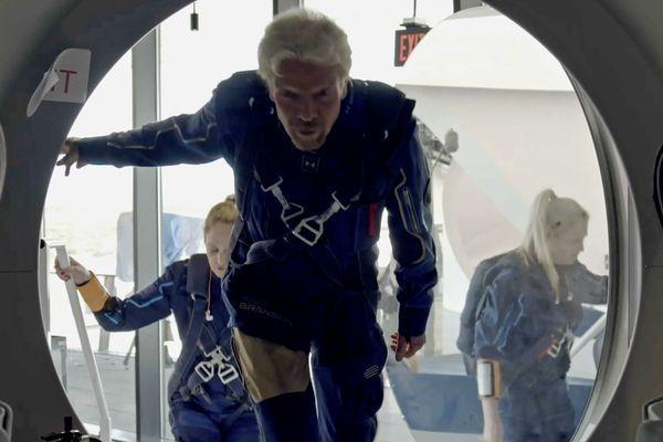 रिचर्ड ब्रैनसन अपने 71वें जन्मदिन से एक सप्ताह पहले अंतरिक्ष यात्रा पर जा रहे हैं।  इसके लिए वे कई दिनों से तैयारी कर रहे हैं।