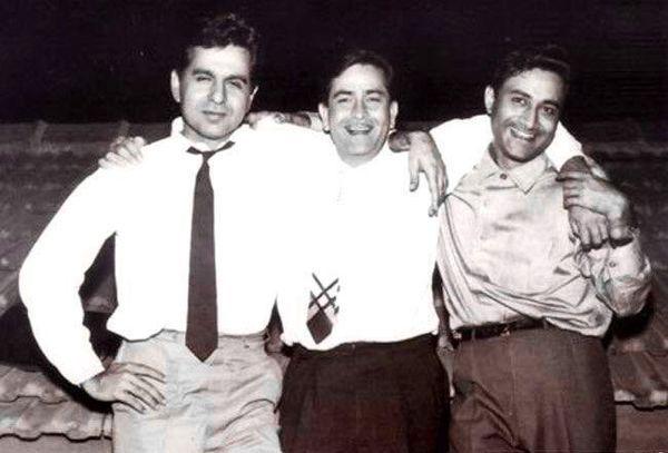 दिलीप कुमार-राज कपूर और देव आनंद को त्रिमूर्ति कहा जाता था क्योंकि वे 40 और 60 के दशक में तीन सबसे लोकप्रिय सितारे थे।  तीनों जब किसी पार्टी में मिले थे तब इनकी बॉन्डिंग देखने लायक थी।