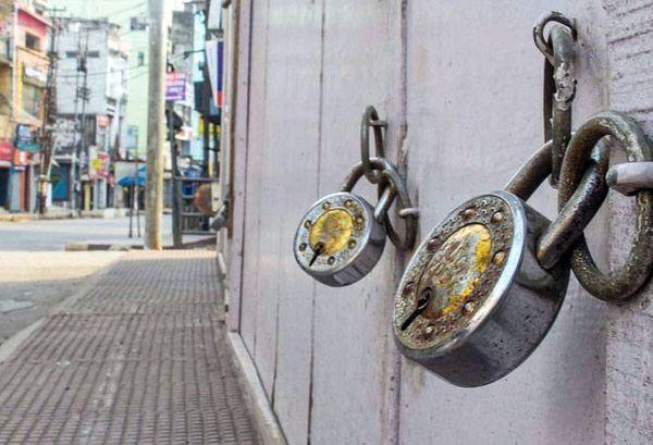 मुंबई में कई सेट पिछले एक महीने से बंद हैं locked