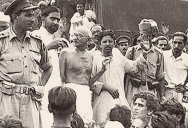 1917 में आज ही के दिन महात्मा गांधी बिहार के चंपारण जिले में सत्याग्रह के लिए पहुंचे थे।