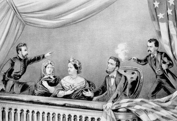 अमेरिका के 16वें राष्ट्रपति अब्राहम लिंकन को आज ही के दिन नाटक देखते वक्त गोली मार दी गई थी।