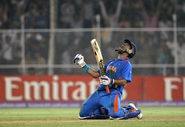 ऑस्ट्रेलिया के खिलाफ क्वार्टर फाइनल मैच जीतने के बाद युवराज सिंह। वह टूर्नामेंट में शानदार फॉर्म में थे।