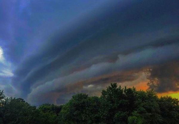 यह फोटो माउंट आबू की है। यहां भी चक्रवात का असर देखा गया। इस दौरान आसमान में घने बादल छाए रहे।