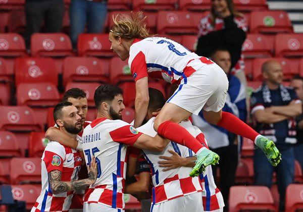 गोल का जश्न मनाते हुए क्रोएशिया के खिलाड़ी।