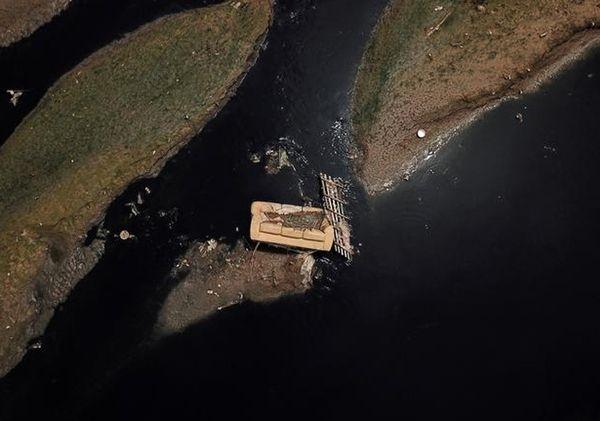 બ્રાઝિલના લોકો નદીને ગટર સમજે છે. અહીં ટિએટા નદીમાં રોજ હજારો ટન નકામી અને પ્રદૂષિત ચીજવસ્તુઓ ફેંકી દેવાય છે.