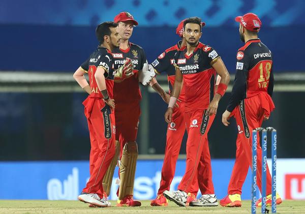हर्षल पटेल ने 20 वें ओवर में सिर्फ 1 रन देकर 3 विकेट लिए।