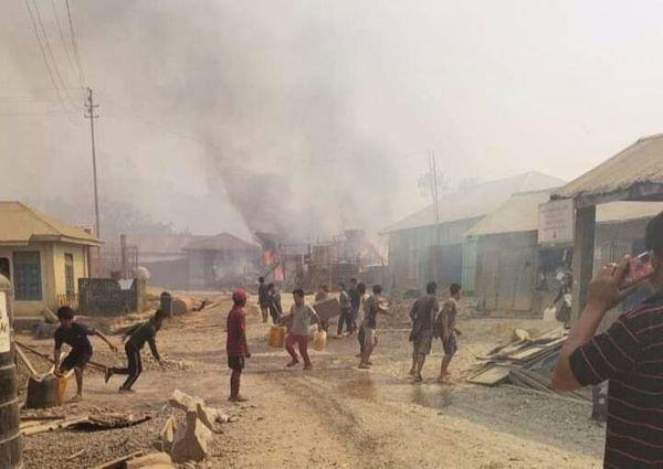 कुछ ग्रामीण इलाकों में लोग खुद ही आग बुझाने में लगे रहे।