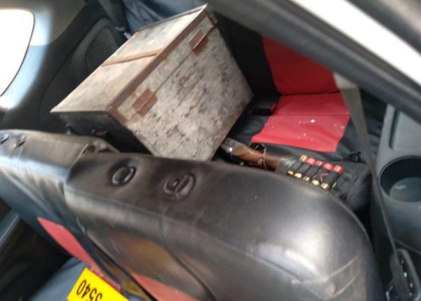 मुहाना में लावारिस हालत में खड़ी मिली लुटेरों की कार में वह बक्सा भी नजर आया। इसमें रखे लाखों रुपयों को वे बैग में भरकर भागे। इसकी कार को पुलिस ने जब्त कर लिया है।