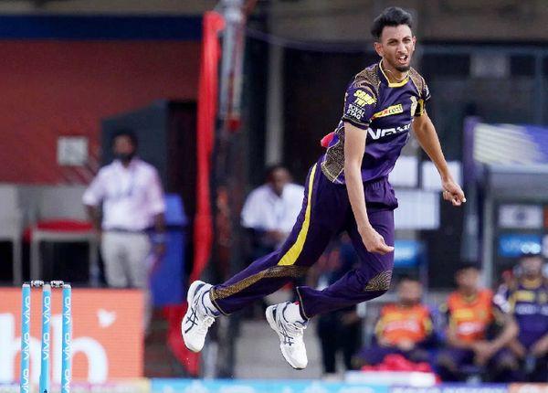 प्रसिद्ध कृष्णा IPL में कोलकाता नाइटराइडर्स टीम से खेलते हैं। उन्होंने IPL में 24 मैच में 18 विकेट लिए हैं।