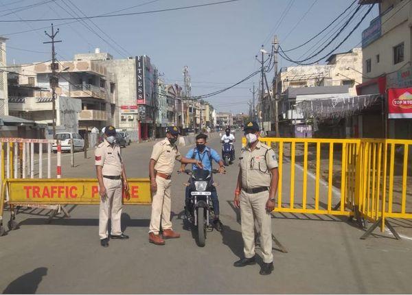 भोपाल पुलिस बीते चौबीस घंटों के दौरान 17 लोगों के खिलाफ कार्रवाई कर चुकी है।