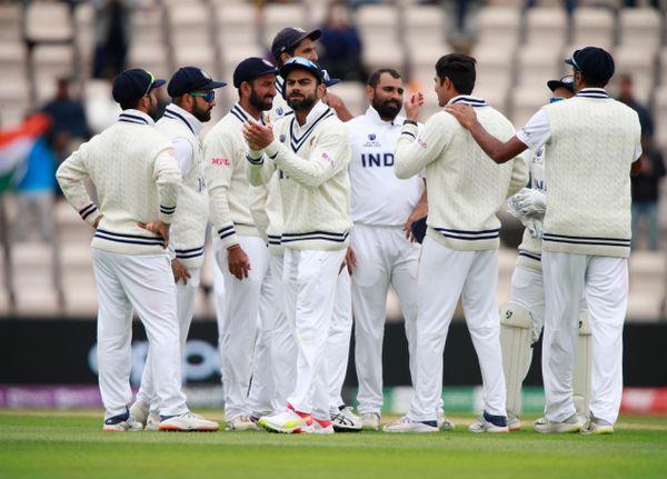 शमी और विराट 5वें दिन फुल फ्लो में दिखे। शमी गेंद से और विराट अपने जश्न के तरीके से कहर बरपा रहे थे। जेमिसन को आउट करने के बाद टीम इंडिया बेहद खुश नजर आई। शमी ने 4 विकेट लिए।