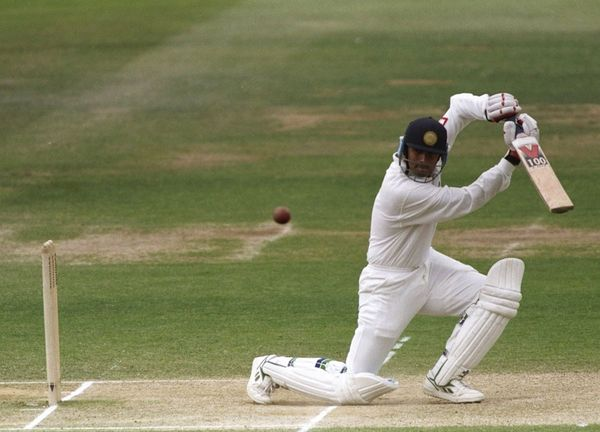 डेब्यू टेस्ट में शॉट लगाने राहुल द्रविड़।