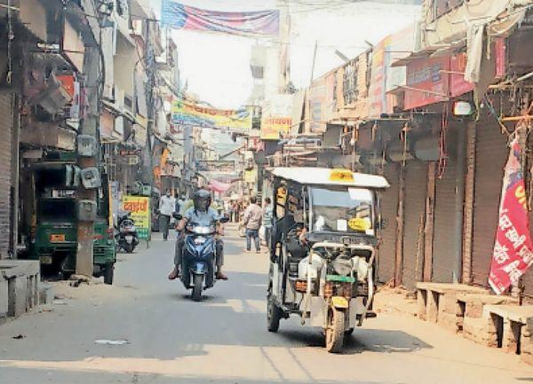 पानीपत. किशनपुरा के बाजार में लगी भीड़़।