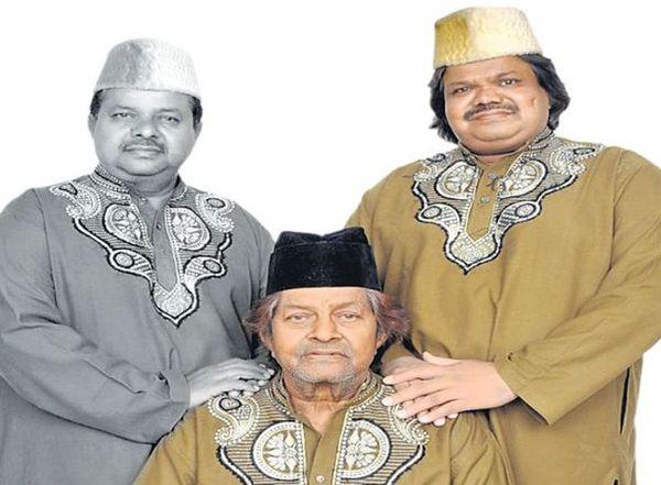 दोनों बेटों फरीद (बाएं) और अमीन (दाएं) के साथ मशहूर गायक सईद साबरी।