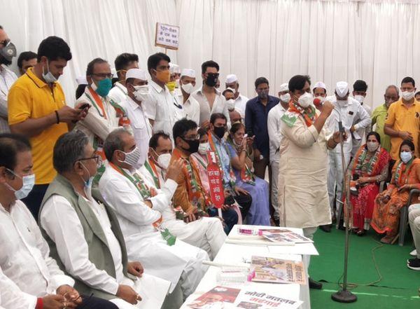 जयपुर में अजमेर रोड पर कांग्रेस के धरने में संबोधित करते प्रदेशाध्यक्ष गोविंद सिंह डोटासरा