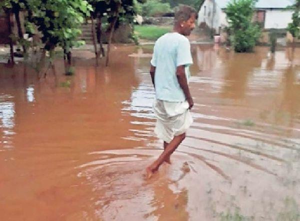 माउंट आबू में बारिश के बाद भरा पानी।