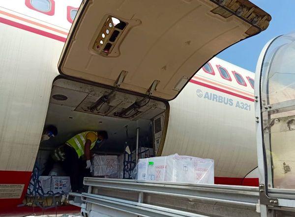 ભારત સરકારે એર ઇન્ડિયાના વિશેષ વિમાનથી ભેટ સ્વરૂપે કોવિશીલ્ડ વેક્સિનની એક ખેપ શ્રીલંકાને મોકલી