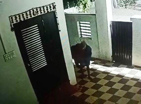 બંધ મકાનમાં ચોરી કરતો તસ્કર CCTVમાં કેદ થયો હતો.