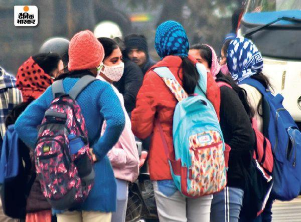 बिहार के पटना में कड़ाके की ठंड पड़ रही है, लोग गर्म कपड़े पहनकर ही घर से निकल रहे हैं।