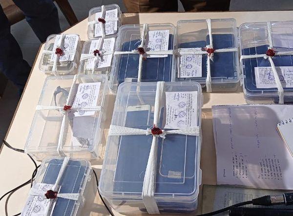 पुलिस ने स्नेचर गैंग से 33 मोबाइल फोन बरामद किए