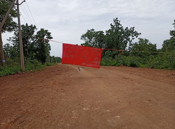 सुकमा जिले के भेज्जी मार्ग में भी नक्सलियों ने बैनर बांध शहीदी सप्ताह मनाने की बात लिखी है।